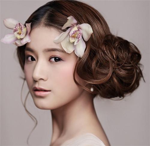 新娘盘头化妆多少钱  学盘头化妆技巧有哪些