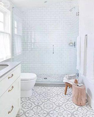 白色系卫生间设计参考图