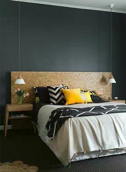 卧室木制床头设计实景图