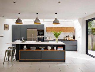 灰色开放式厨房构造图