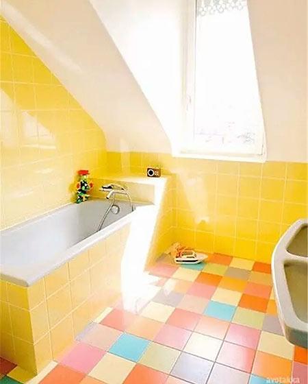 阁楼卫生间设计黄色瓷砖