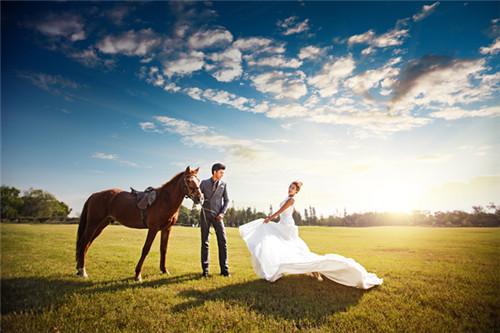 婚纱摄影照_婚纱摄影照片素材