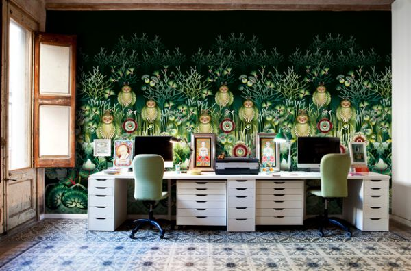 Elaborate-and-exqusite-wallpaper-creates-a-colorful-home-office