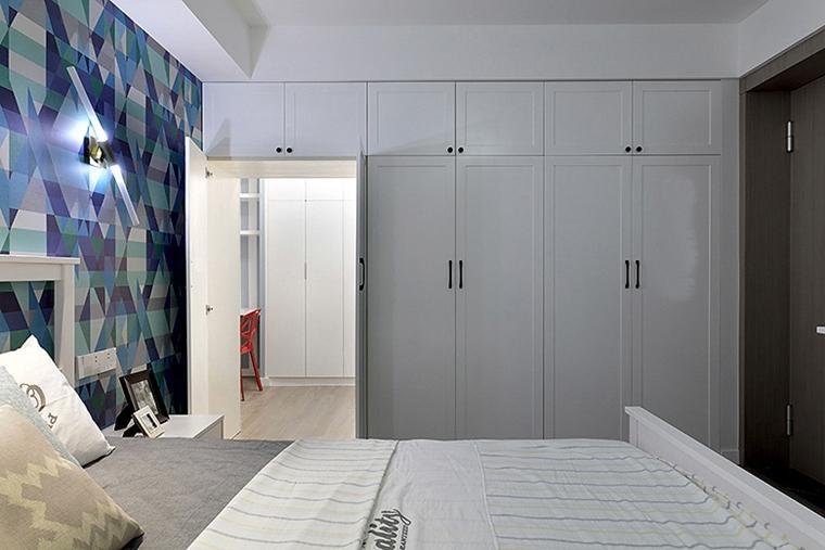 90平美式风格装修整体衣柜图片