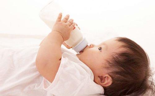 宝宝吃奶过敏症状