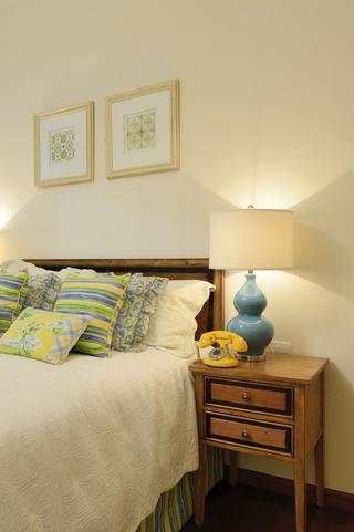 清新美式风三居装修床头柜设计图