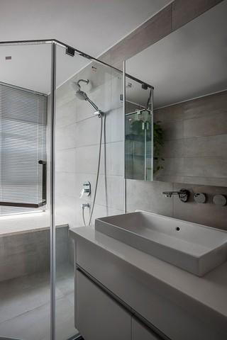 140平现代风格卫生间装修效果图