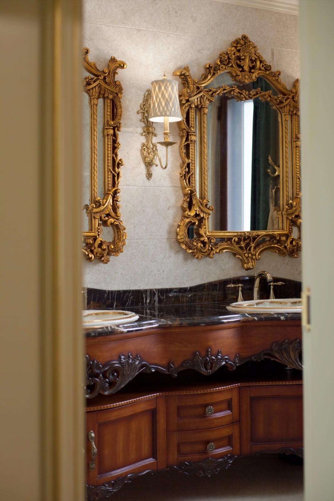 法式豪华别墅卫生间装修效果图
