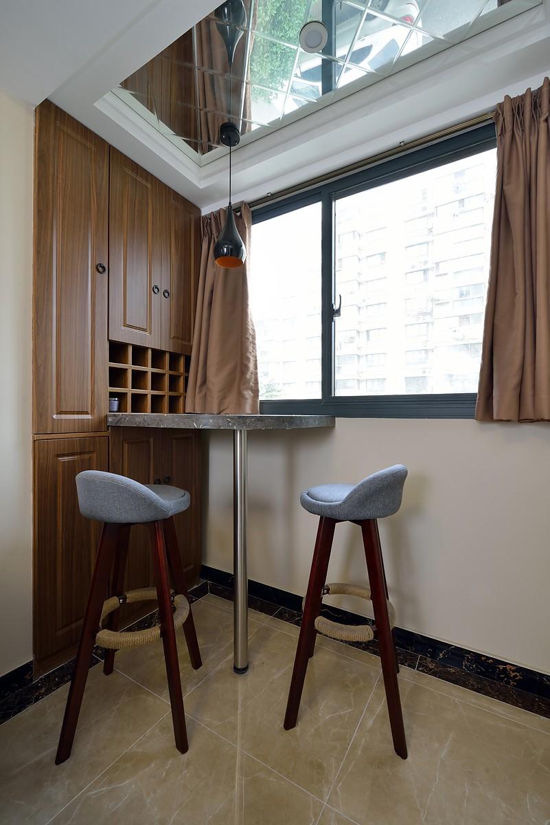 二居室现代简约风阳台装修效果图
