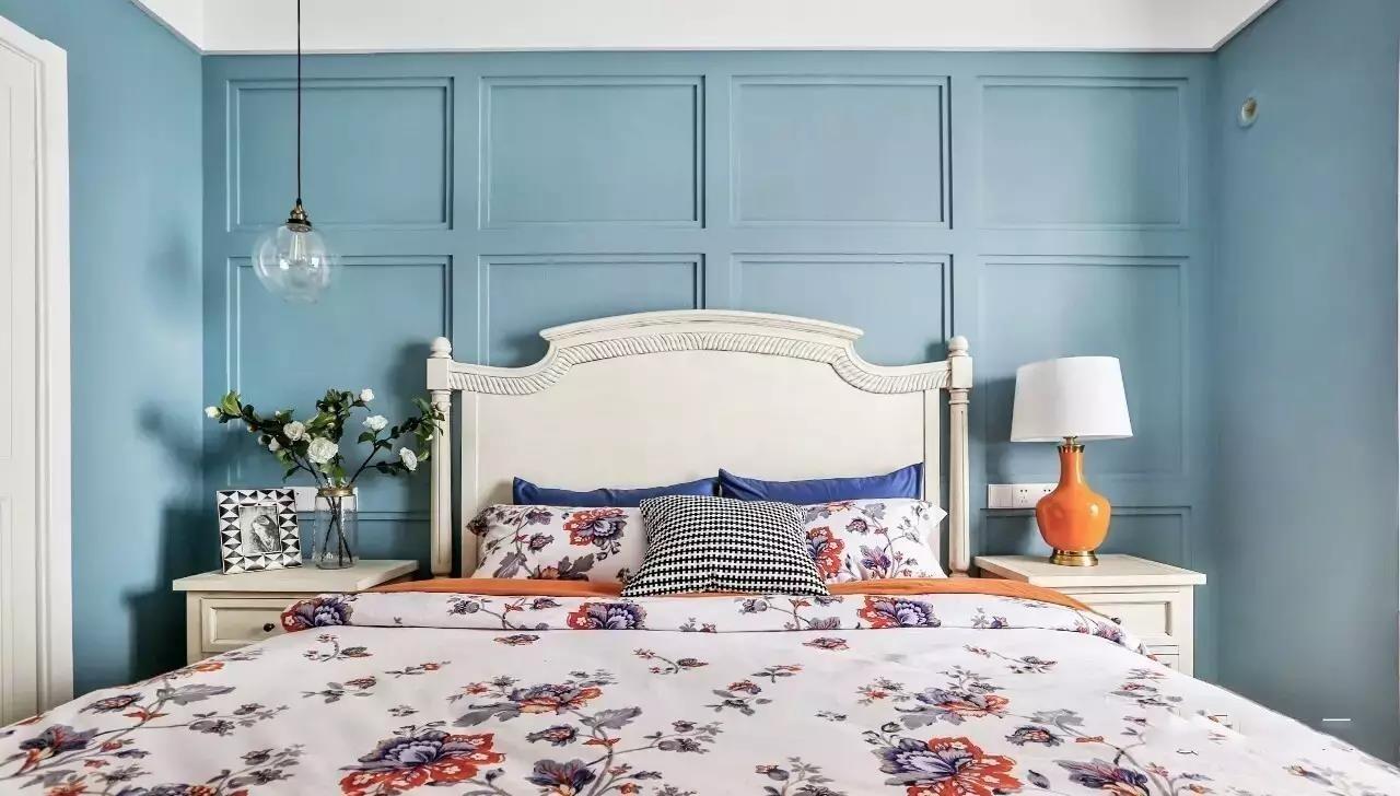 90平美式三居卧室背景墙装修效果图