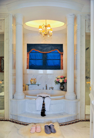 奢华法式风格别墅卫生间装修效果图