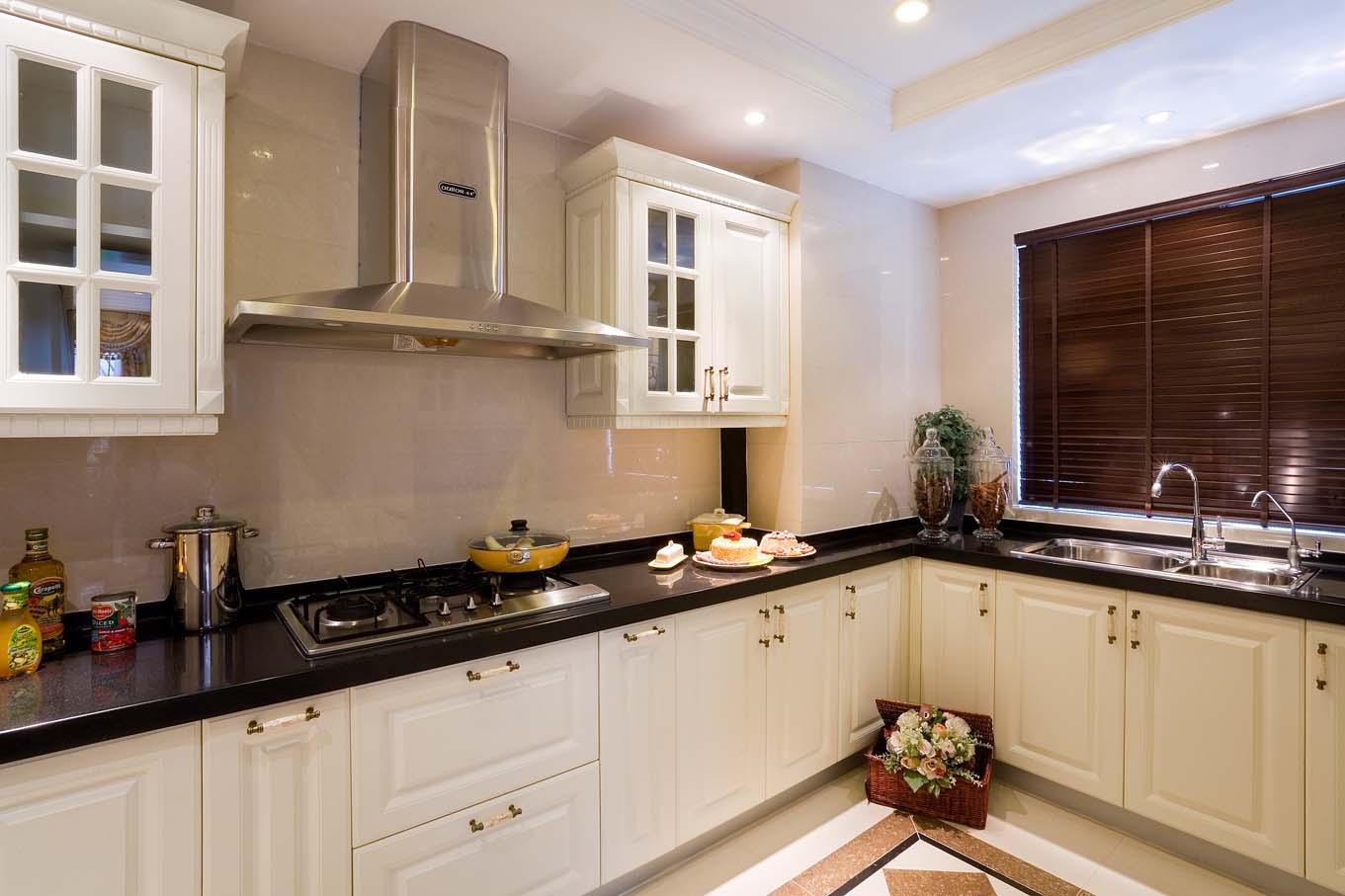 英伦风格别墅厨房装修效果图