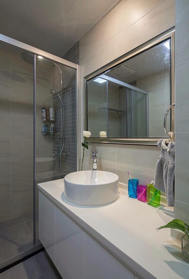 简约风格三居室卫生间装修效果图