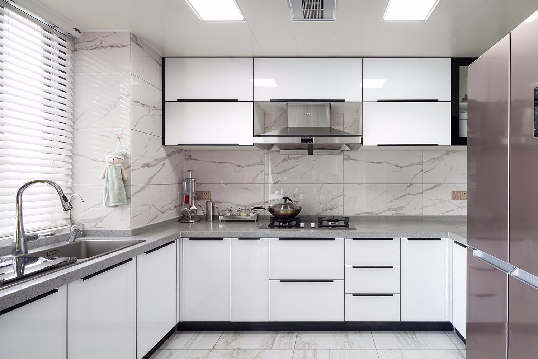 现代简约轻奢风厨房装修效果图