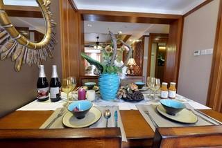 东南亚风格三居装修餐桌布置图