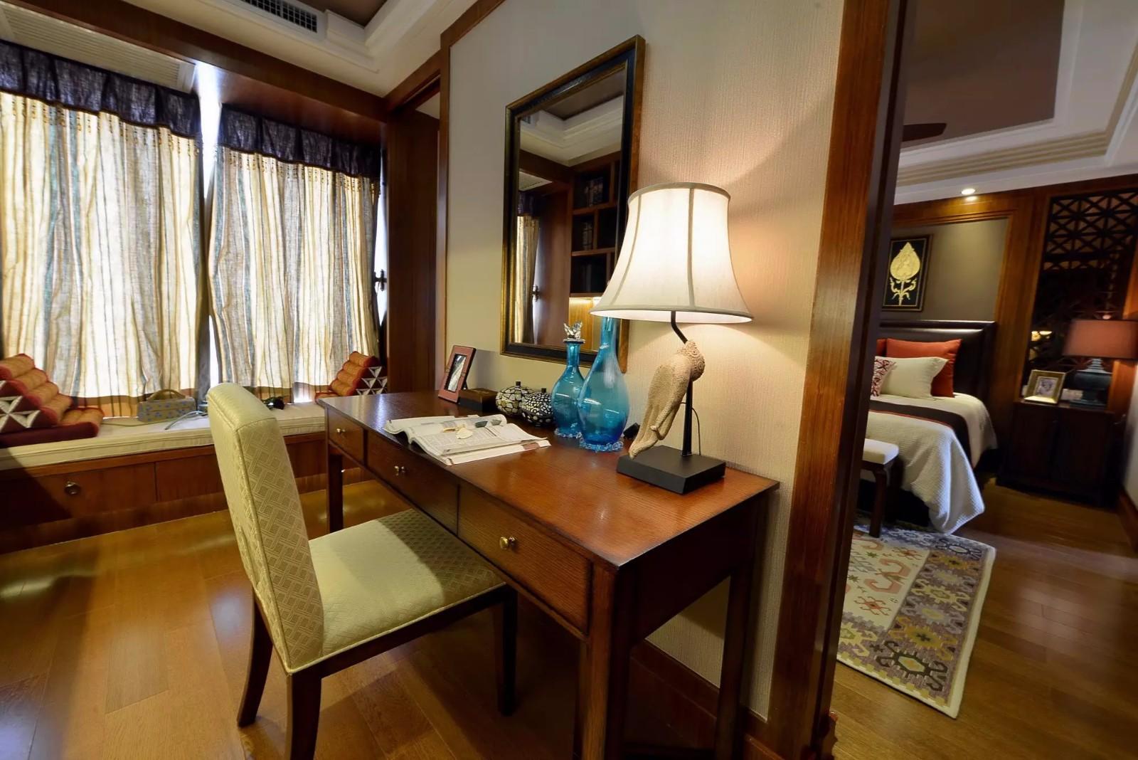 东南亚风格三居装修书桌设计图