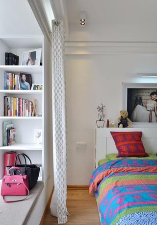 85平米二居卧室飘窗装修效果图