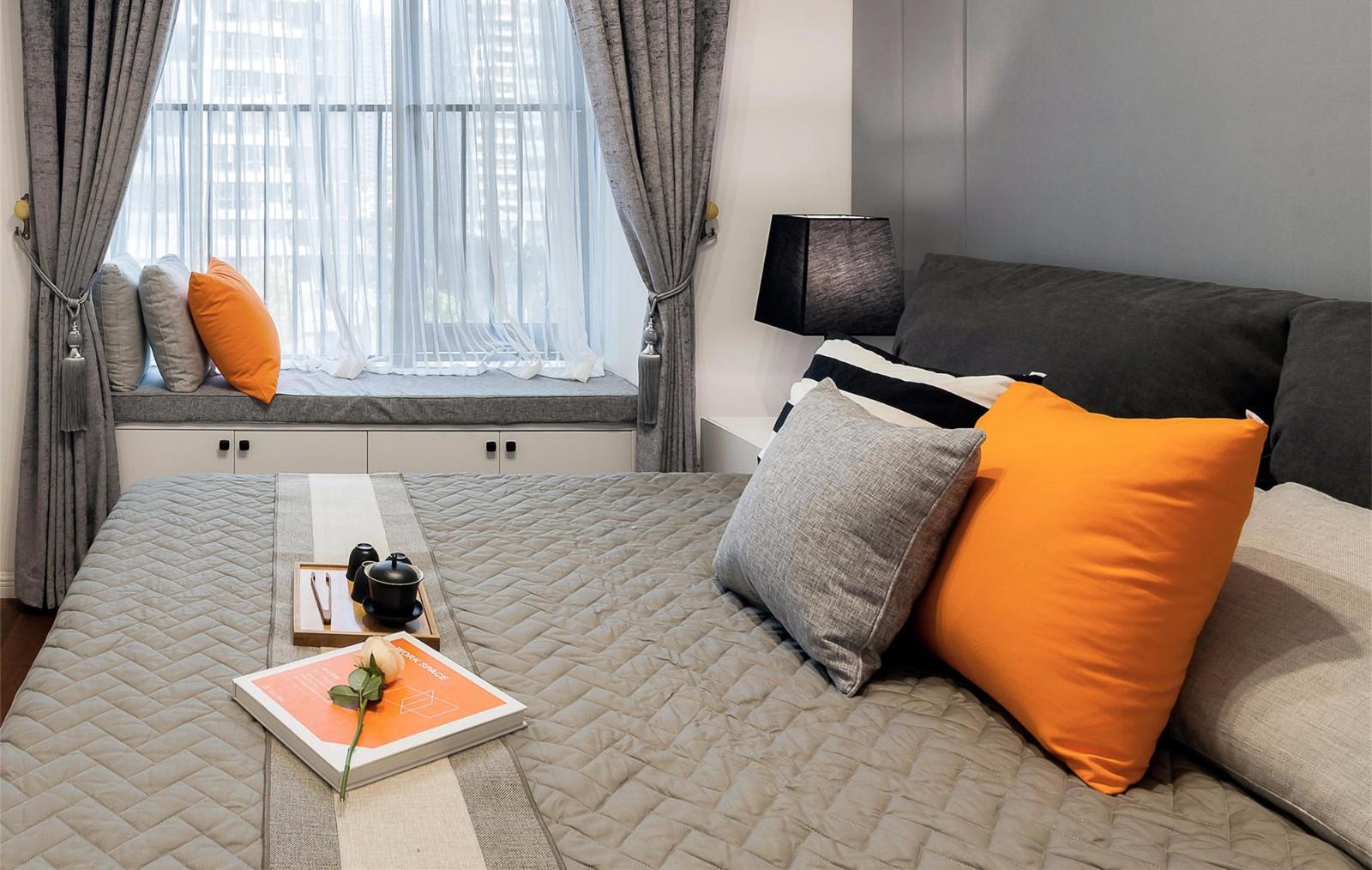 105平现代简约卧室飘窗装修效果图