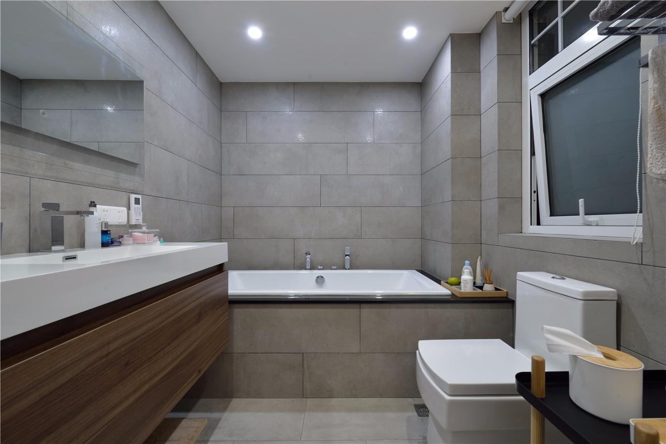 150平现代简约卫生间装修效果图