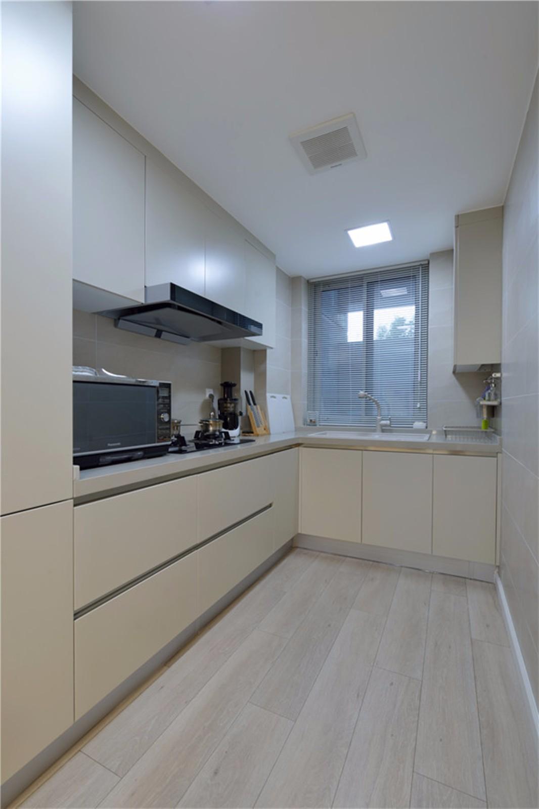 150平现代简约厨房装修效果图