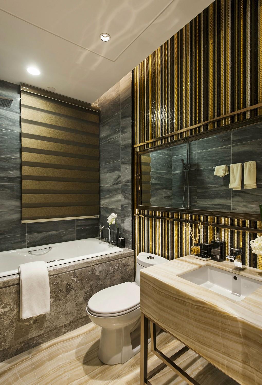 现代奢华四居卫生间装修效果图