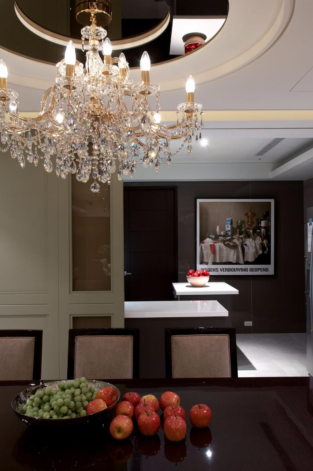 135㎡现代简欧风装修餐厅水晶灯设计图