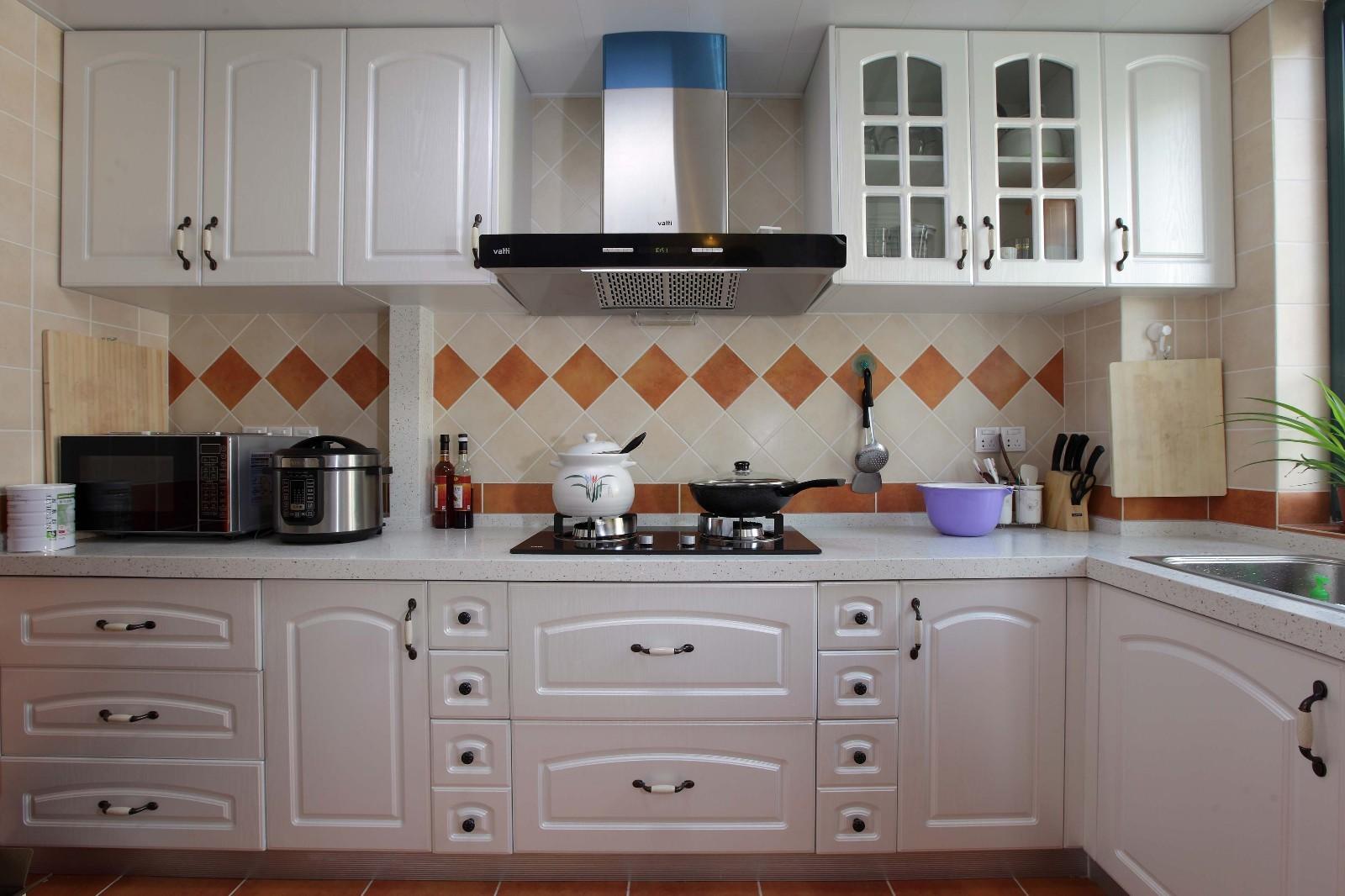 现代欧式风格厨房装修效果图
