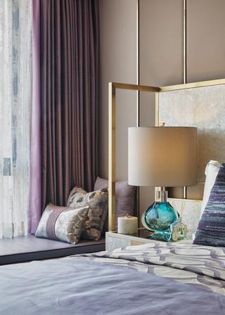 轻奢时尚三居卧室飘窗设计图