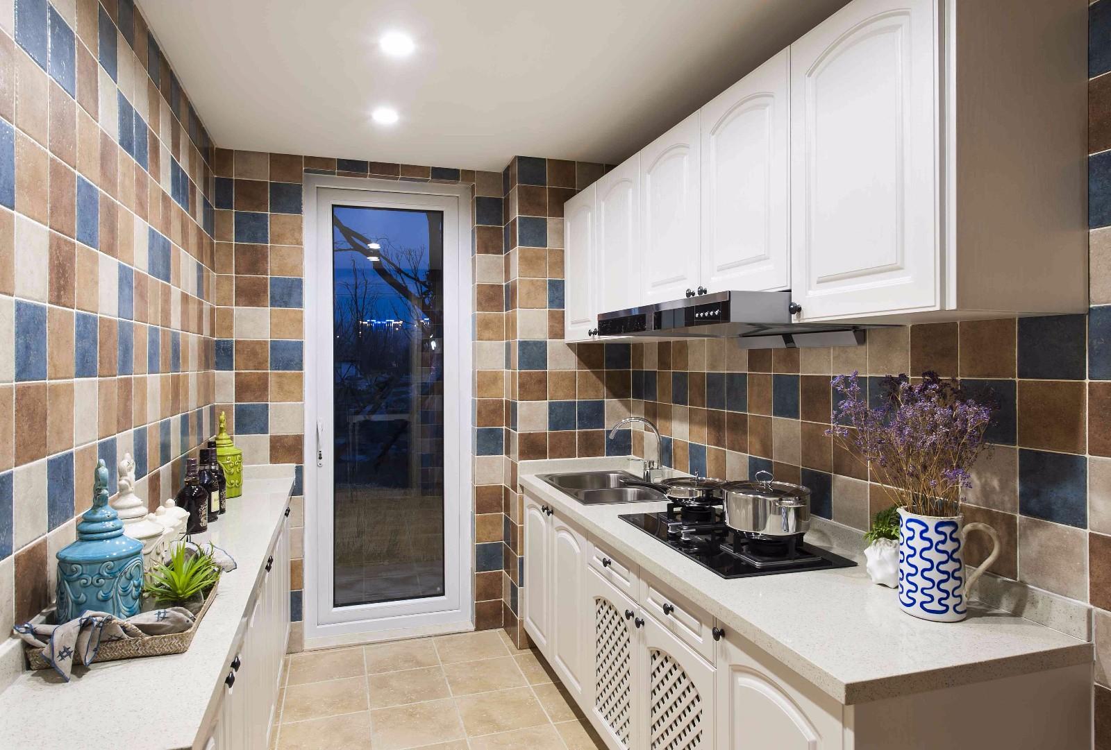 地中海风格三居室厨房装修设计图