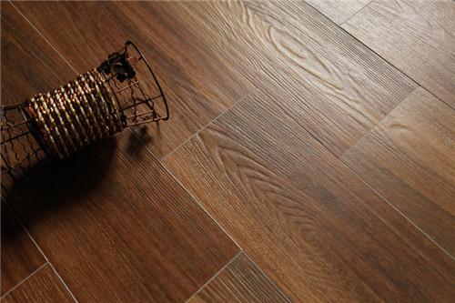 木纹砖效实怎么样 木纹砖和木地板的区佩是什么