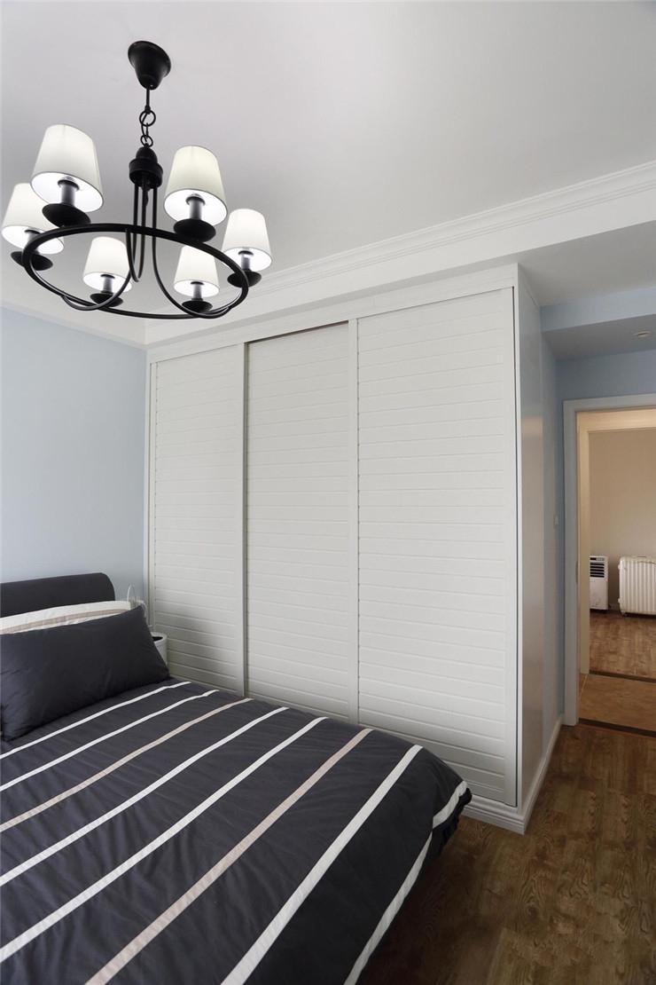 混搭风格二居卧室衣柜装修效果图