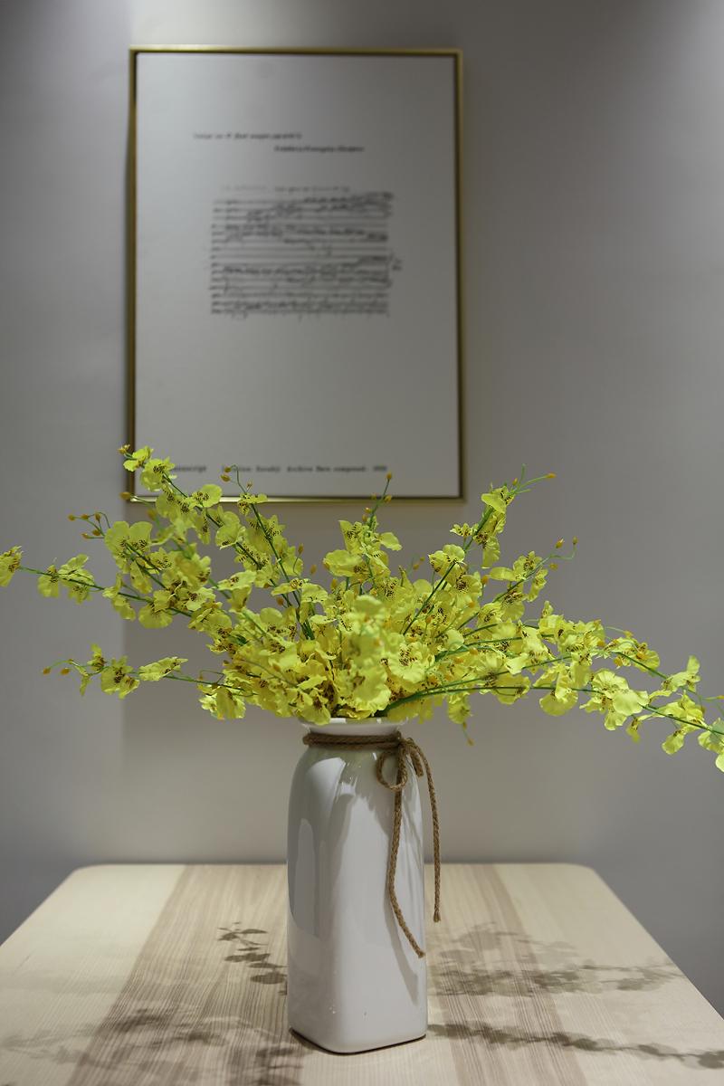 简约风格装修花瓶装饰小景