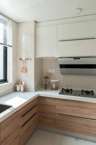 日式风格两居室装修厨房布局图