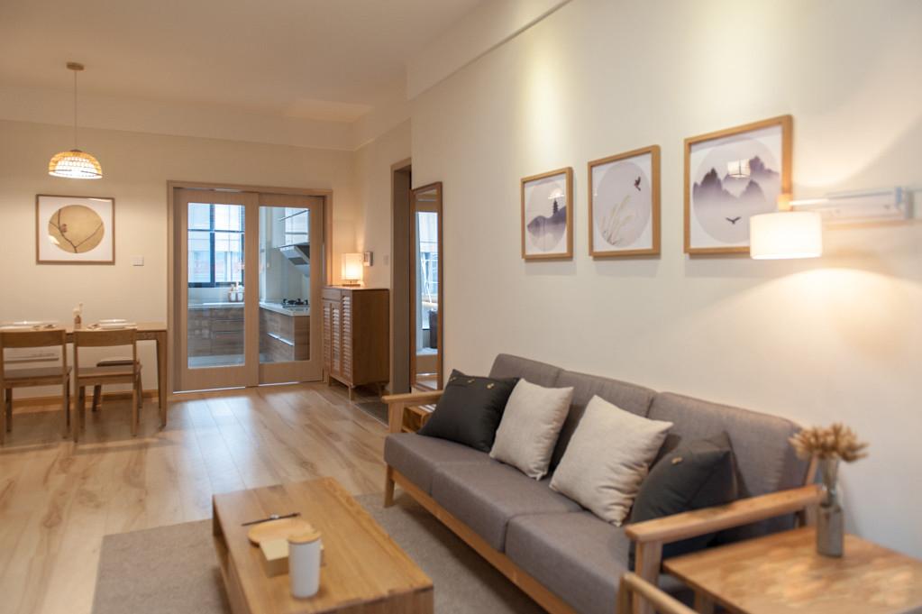 日式风格两居室装修沙发背景墙效果图