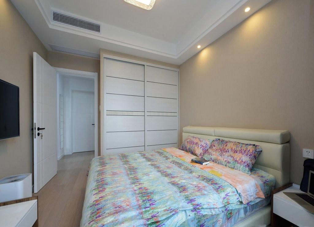 88平现代简约二居装修衣柜设计图