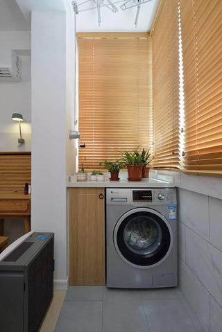 小户型两居室装修阳台布置图