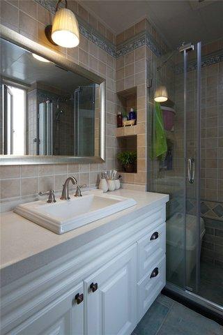 100平美式风格两居装修浴室柜设计图