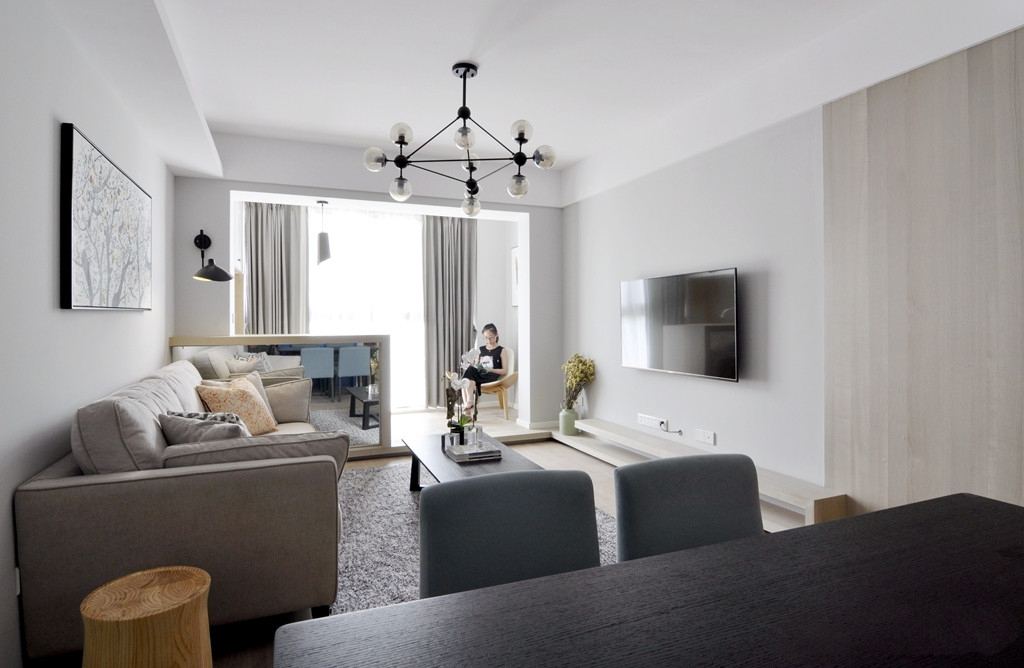 110平现代简约两居客厅吊顶装修效果图
