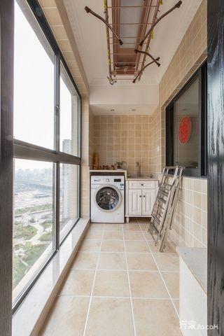 140平美式风格三居阳台装修效果图