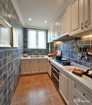 法式古典风格别墅厨房装修效果图