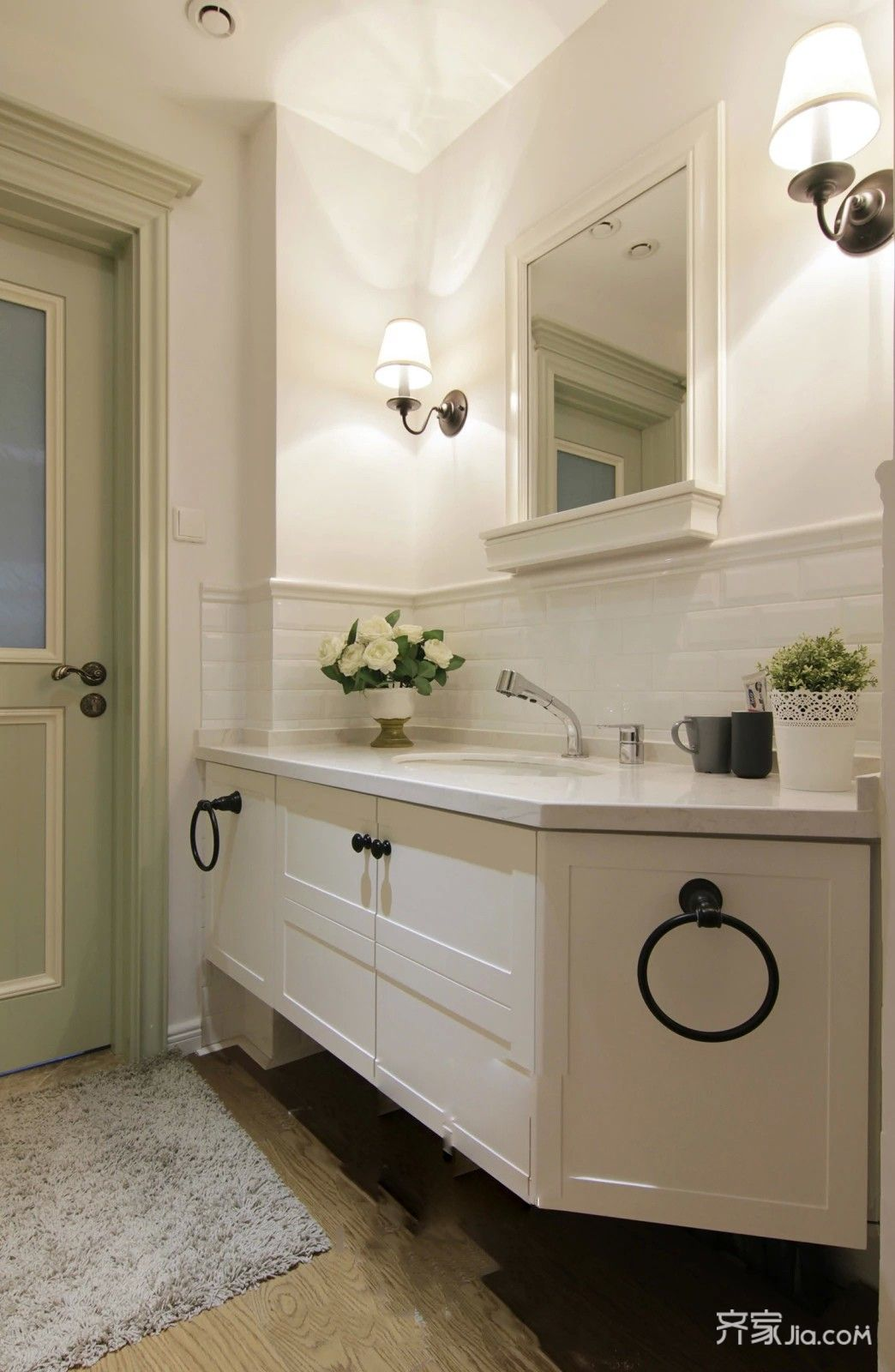 美式田园风格三居装修浴室柜设计图