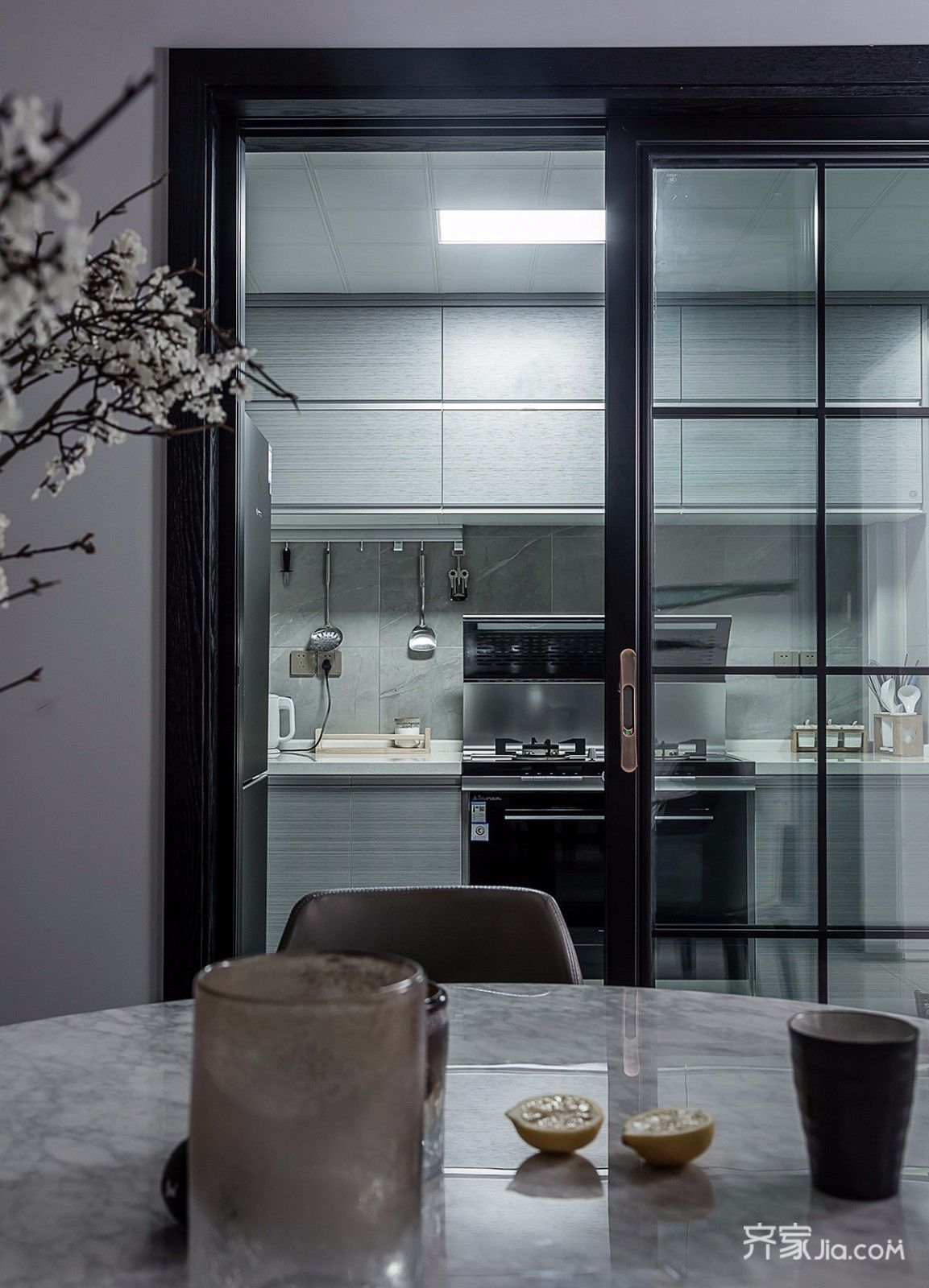 现代简约风格四居厨房装修效果图