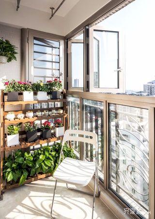 简约风格二居室装修阳台搭配图