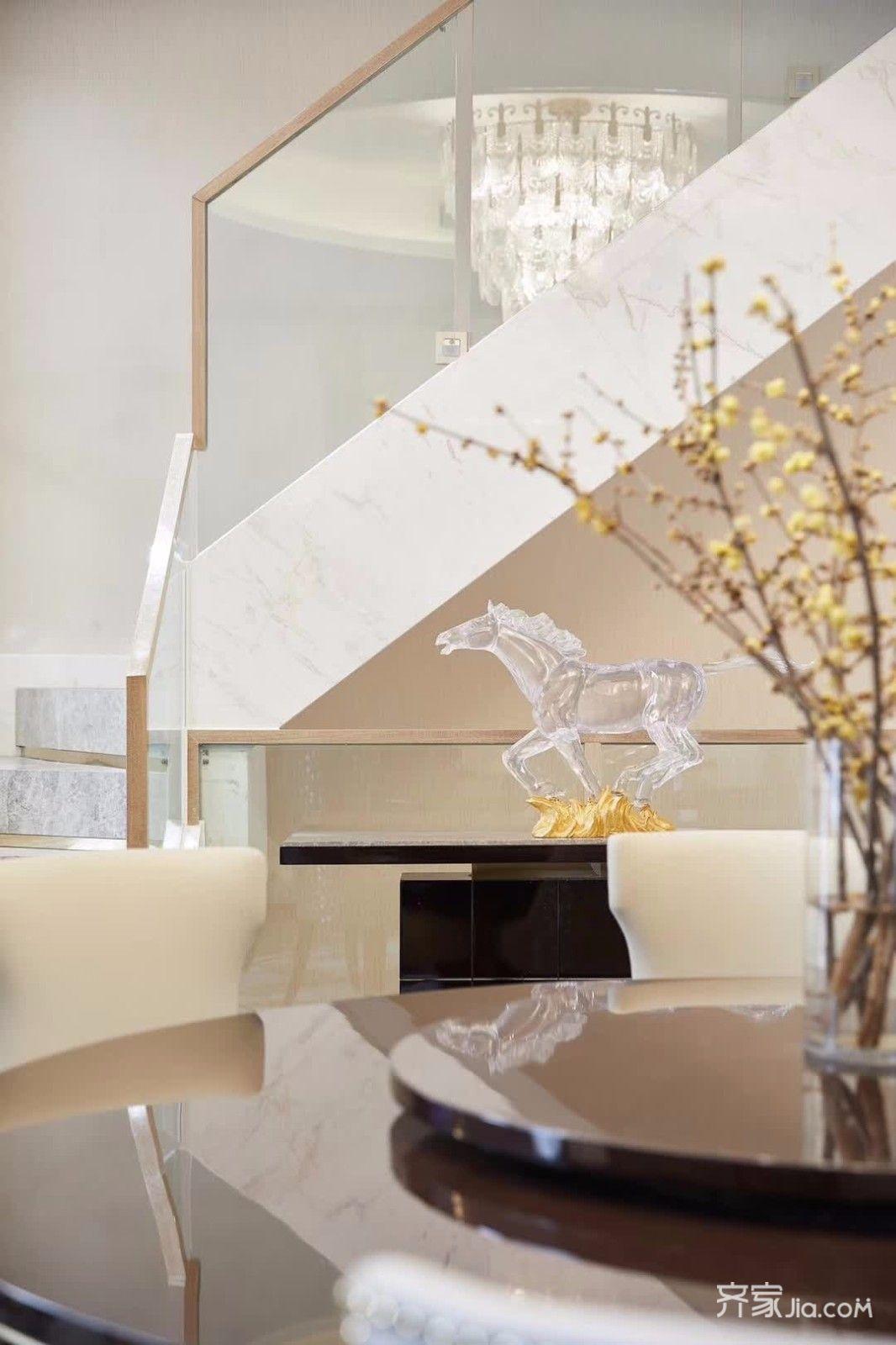 现代奢华复式别墅装修客厅小景