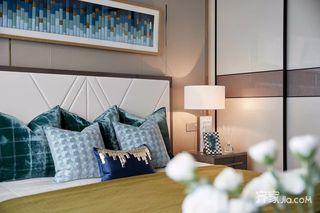 现代奢华复式别墅装修床头一角