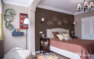 105平美式三居室装修卧室背景墙效果图