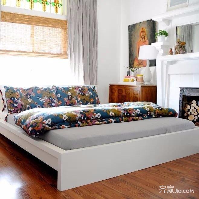 90平混搭三居装修床品图片