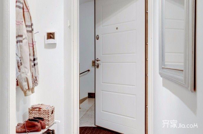 小户型混搭两居装修玄关一角