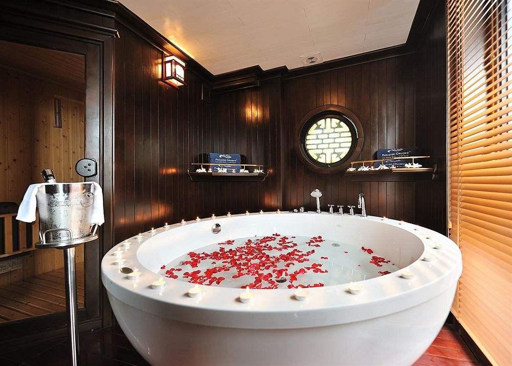 浴缸品感知水龍頭的原理牌,選擇什么材質的家庭浴缸好呢