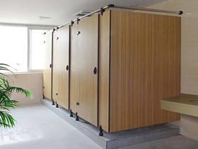 卫生间隔断材料有哪些 如何选择卫生间隔断材料